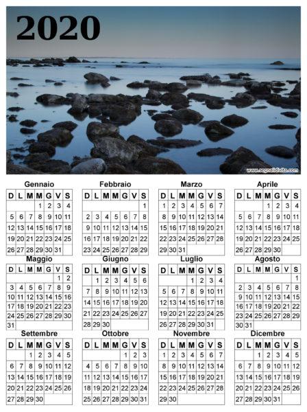 Calendario in riva al mare del 2020